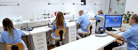 Laboratorio odontotecnico corone ponti faccette e for Arredamento laboratorio odontotecnico